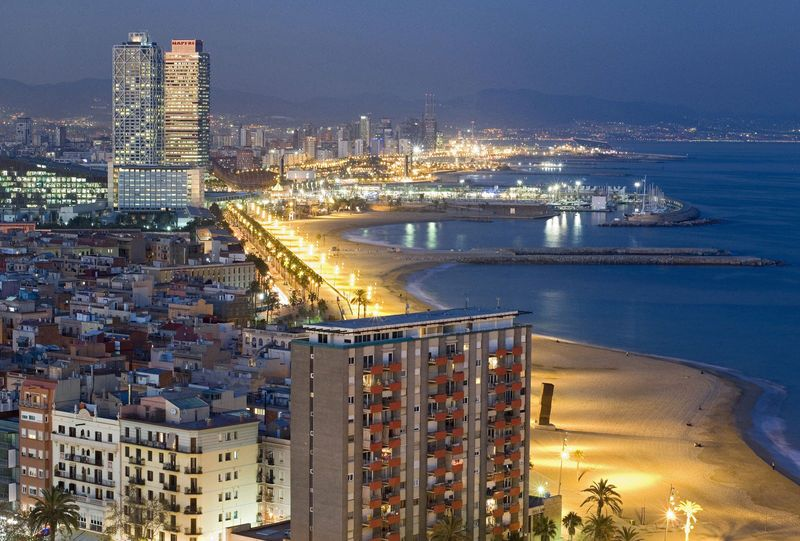 Barceloneta Beach and the Two Towers, Barcelona, Katalonien, Spanien
